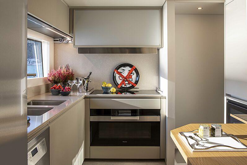 Custom Line Navetta 30 coque 01 cuisine pour yacht