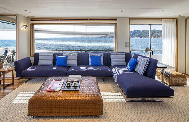 Custom Line Navetta 30 coque 01 berline de yacht