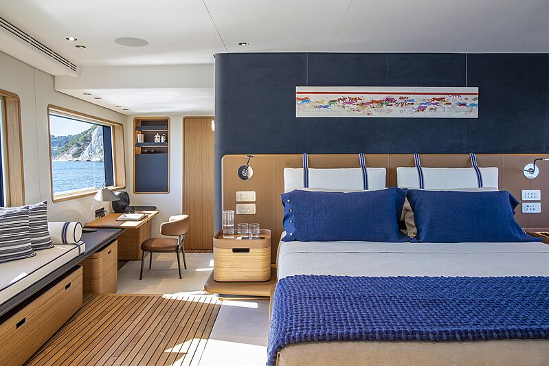 Cabine de yacht Custom Line Navetta 30 coque 01
