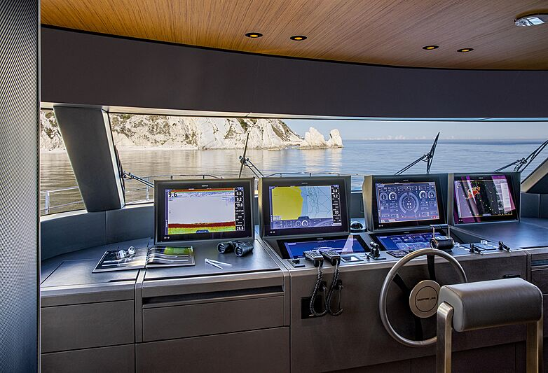 Custom Line Navetta 30 coque 01 salle des machines pour yacht