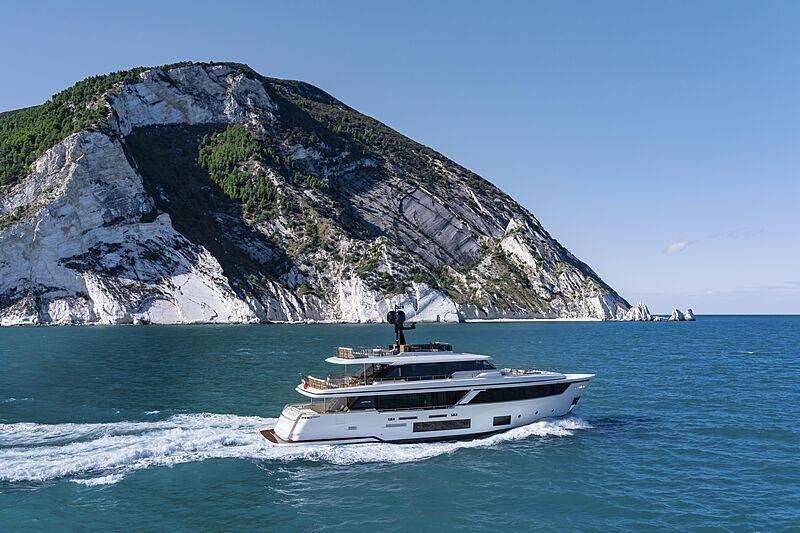 Custom Line Navetta 30 hull 01 yacht cruising