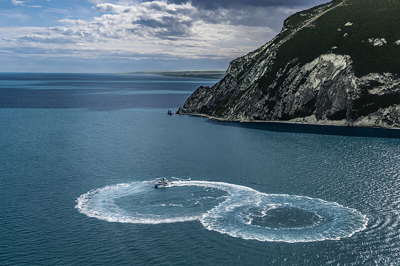 Croisière en yacht Custom Line Navetta 30 coque 01