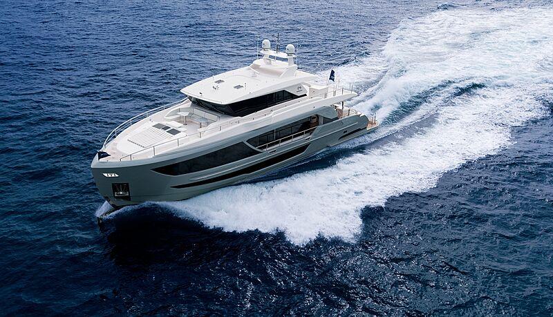 Horizon FD87/16 yacht cruising