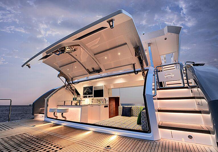 Horizon FD87/16 yacht beach club