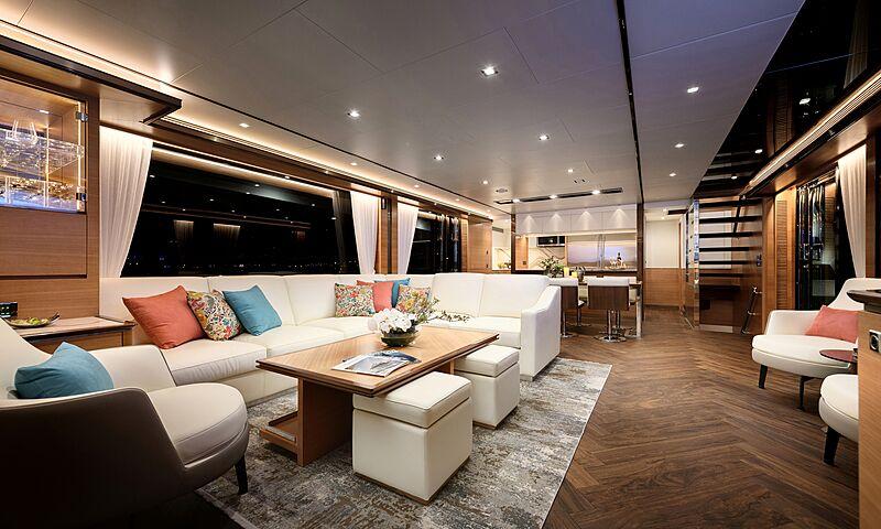 Horizon FD87/16 yacht saloon