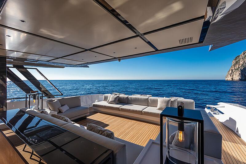 Sherpa XL #02 yacht aft deck