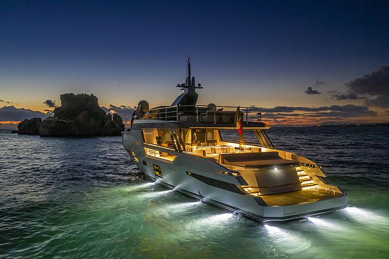 Sherpa XL #02 yacht at night