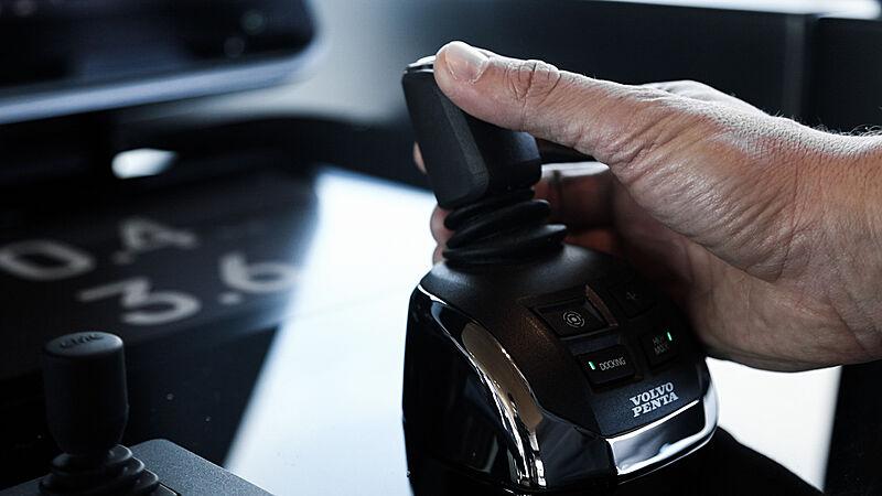 Volvo Penta IPS helm control on Sanlorenzo SX112