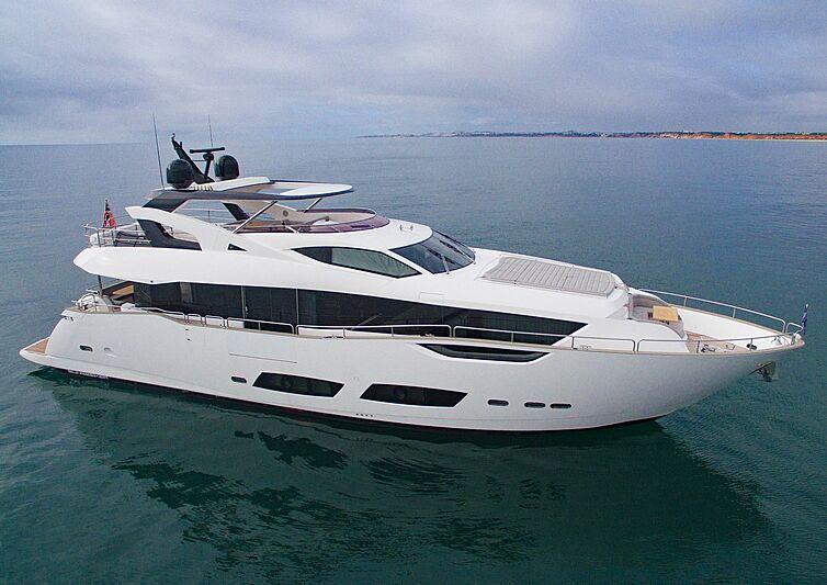 Gee Whiz yacht anchored