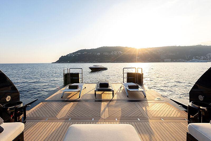 Saratar yacht aft deck