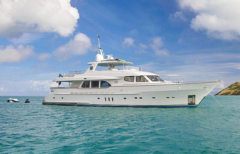 Pura Vida yacht anchored