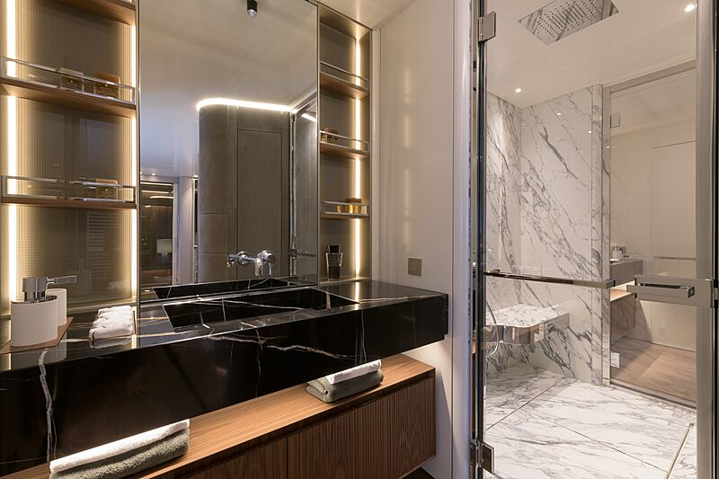 Florentia yacht bathroom