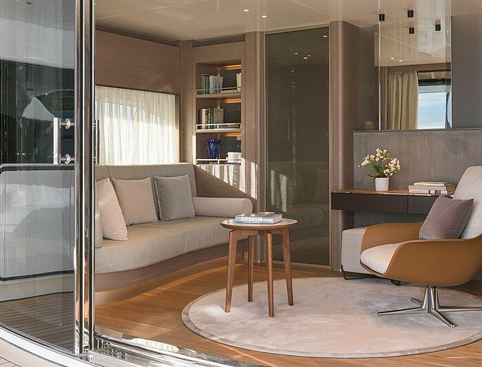 Florentia yacht owner's suite