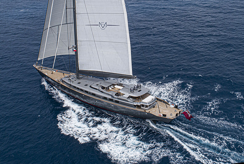 M5 yacht sailing