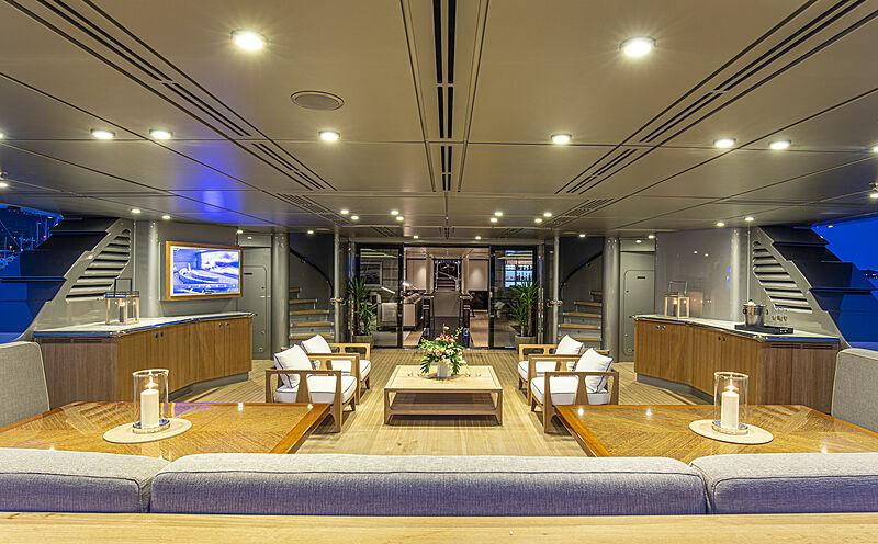 M5 yacht aft deck