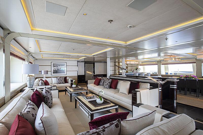 M5 yacht saloon