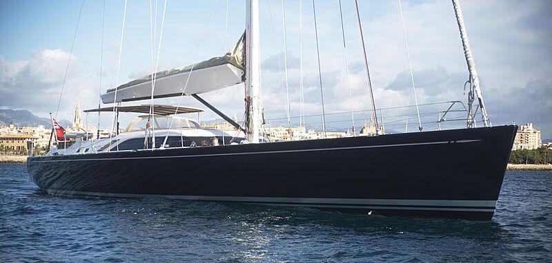 Varsovie yacht at anchor