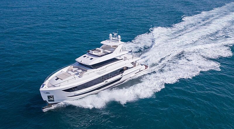 Horizon FD92/17 yacht cruising