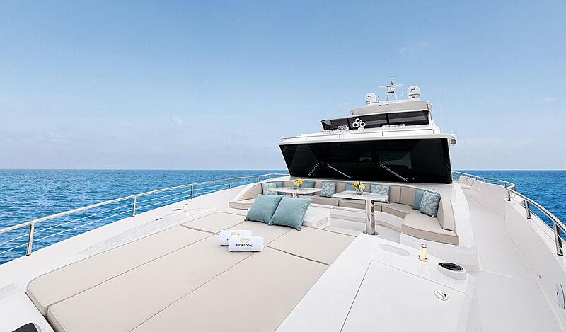 Horizon FD92/17 yacht foredeck