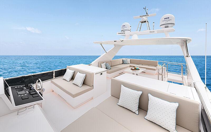 Horizon FD92/17 yacht sun deck