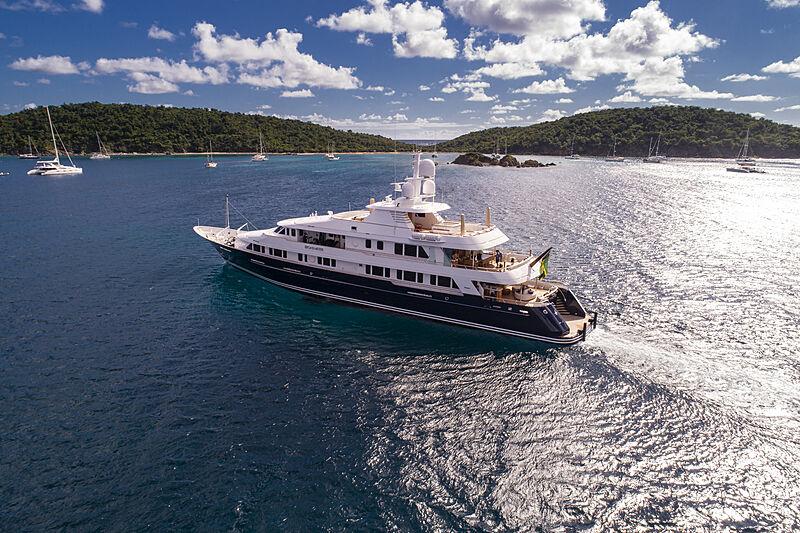 Broadwater yacht cruising