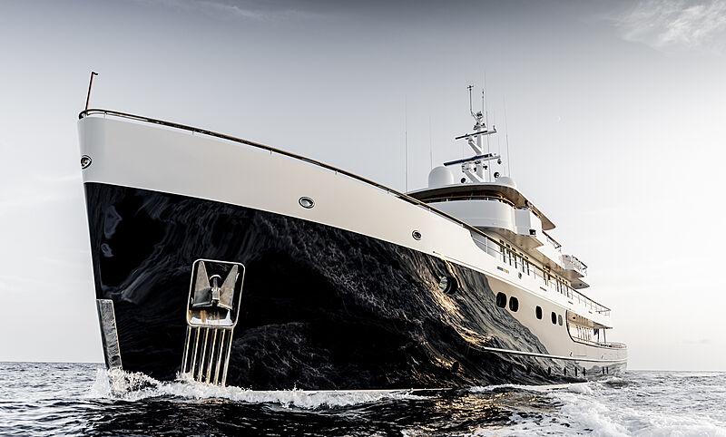 Blue II yacht cruising