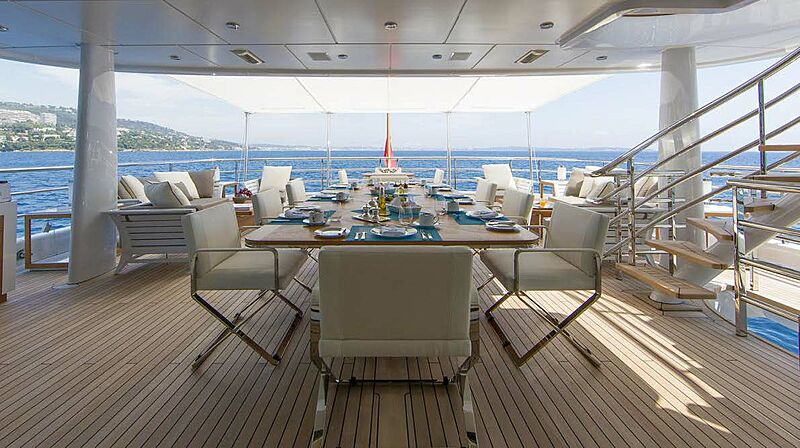 4You yacht aft deck dining