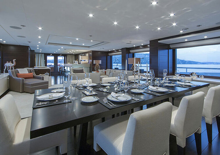 4You yacht dining