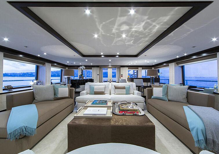 4You yacht saloon