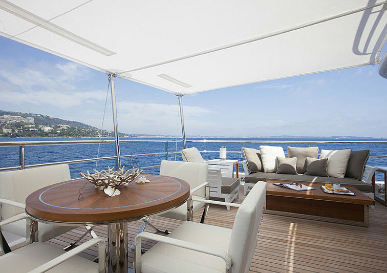 4You yacht aft deck