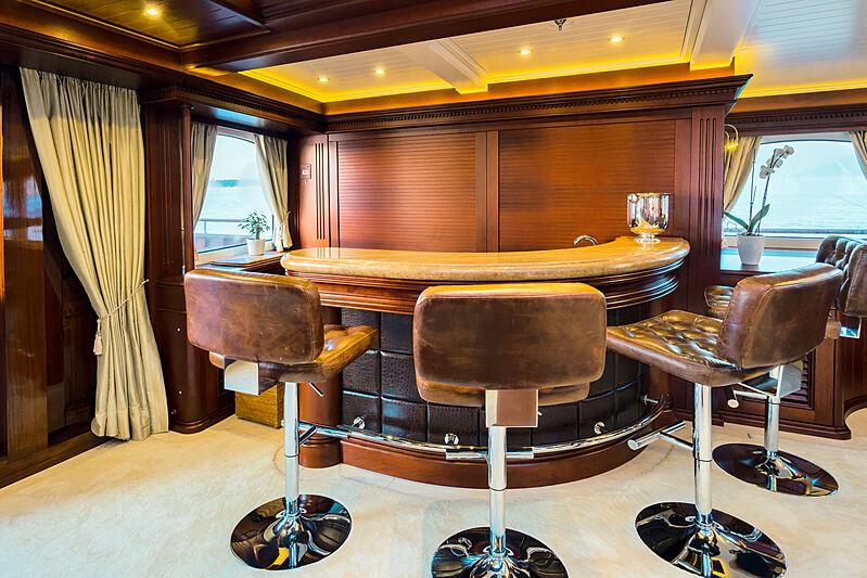 Mikhail S. Vorontsov yacht bar