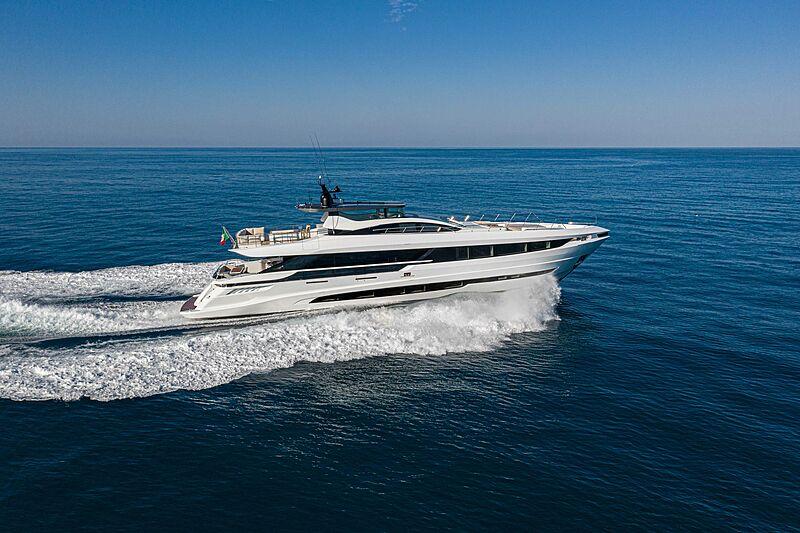 Magusta GranSport 33 yacht cruising