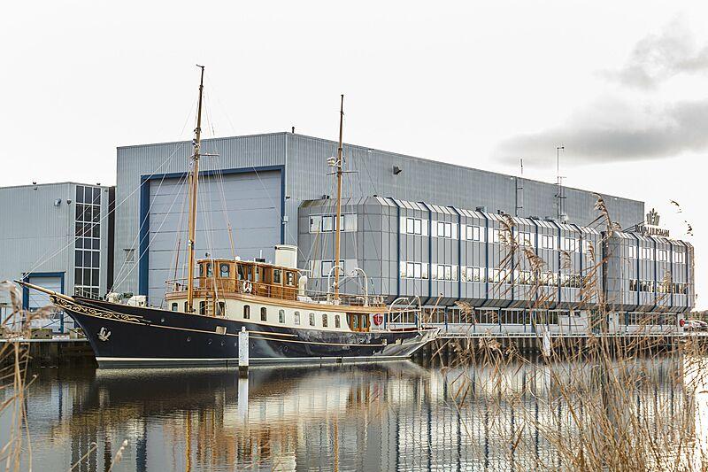 Atlantide yacht at Huisfit