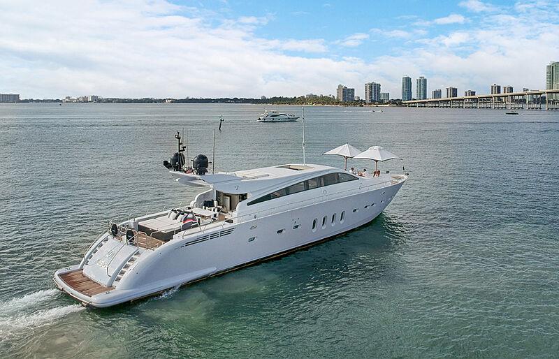 31m Leopard yacht Alisios cruising