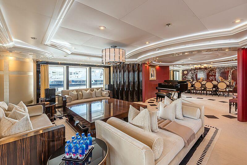 Avanti yacht saloon