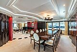 Avanti yacht dining