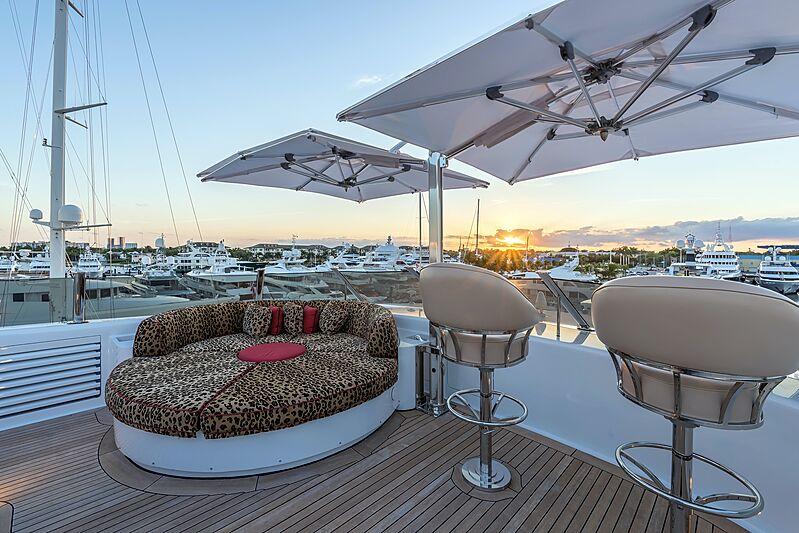 Avanti yacht sun deck