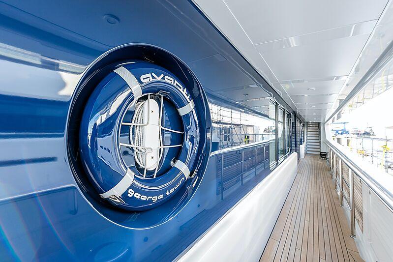 Avanti yacht exterior detail