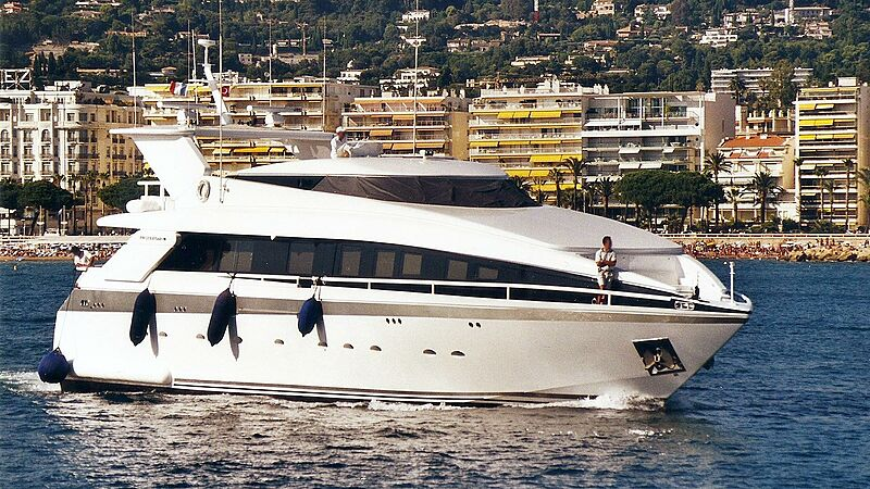 Dervis III yacht cruising