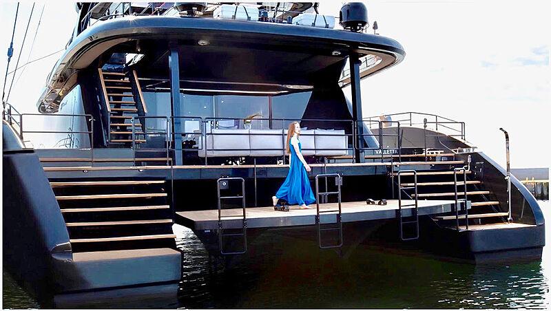 Grayone yacht stern