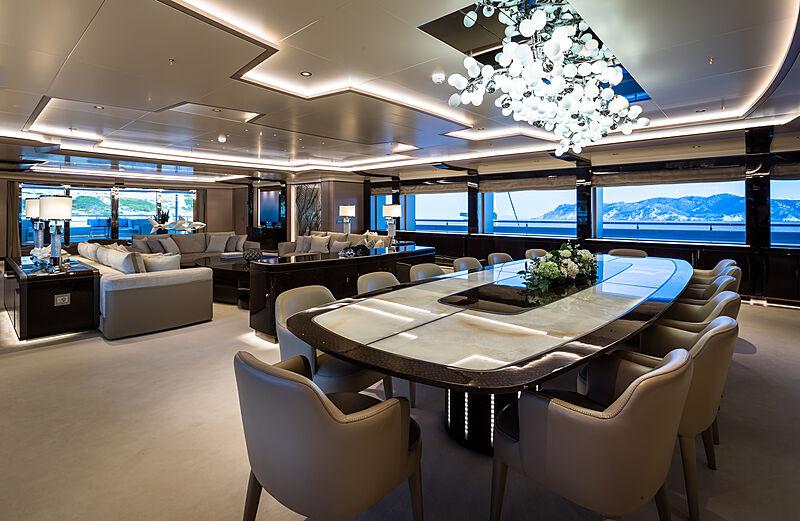 O'Pari yacht dining