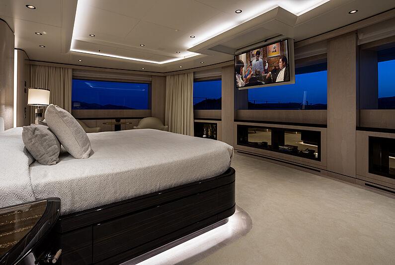 O'Pari yacht stateroom