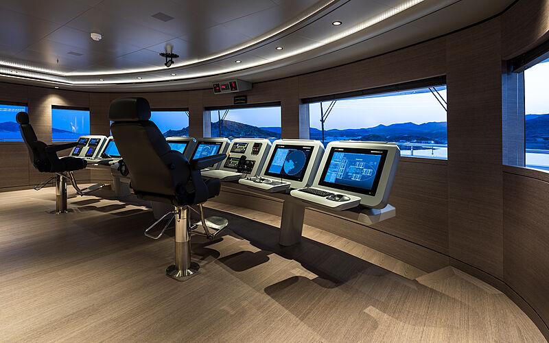 O'Pari yacht wheelhouse