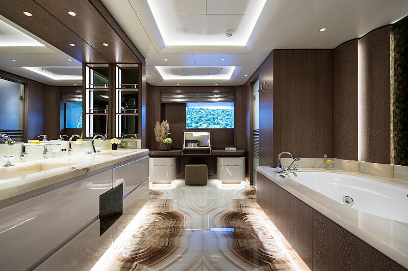 O'Pari yacht bathroom
