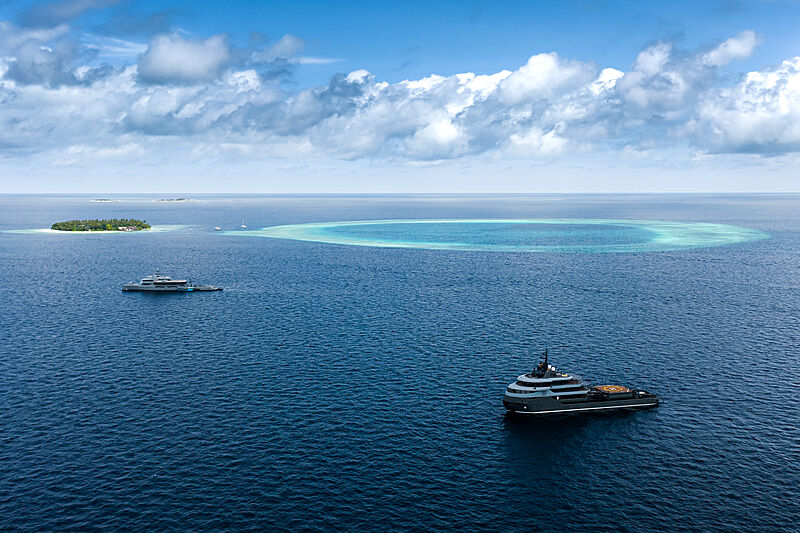 Bold and Ragnar yachts in the Maldives