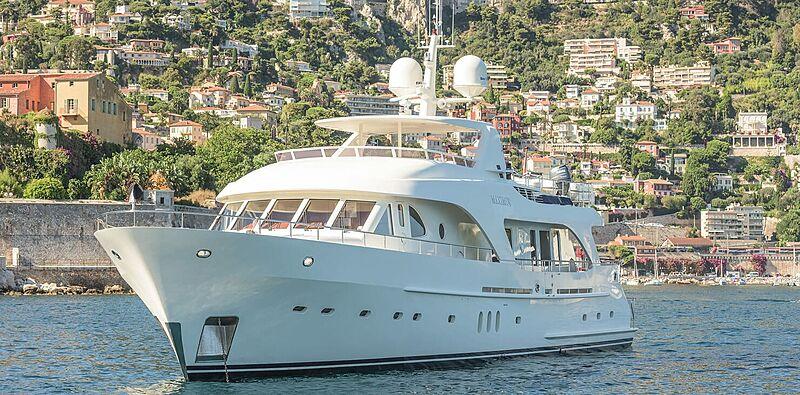 Maximus Star yacht cruising