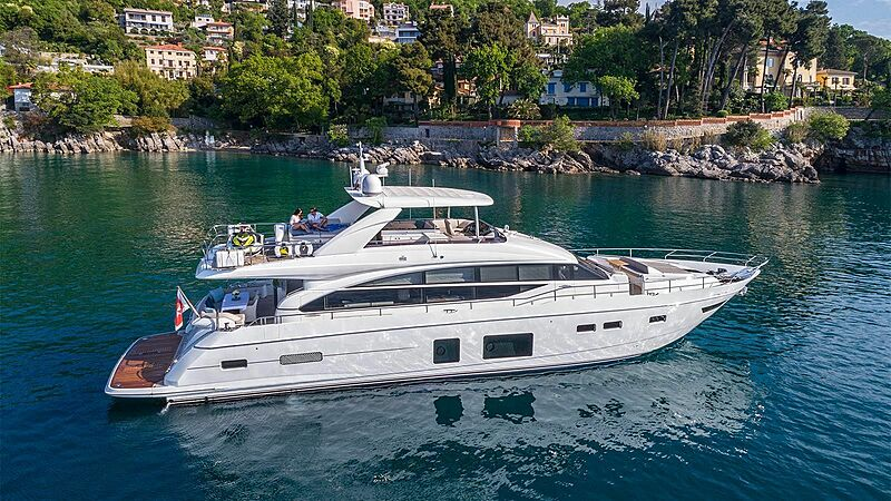 Larimar II yacht at anchor