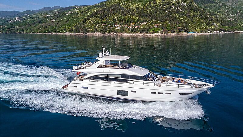 Larimar II yacht cruising