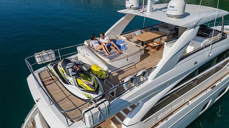 Larimar II yacht sundeck