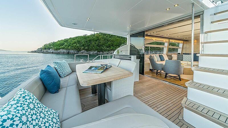 Larimar II yacht aft deck